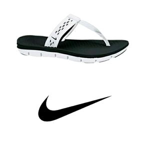 Nike Women's Celso Motion Thong Sandals